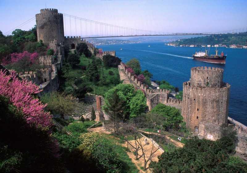turkey-bosphorus-cruise-istanbul-4-800×560